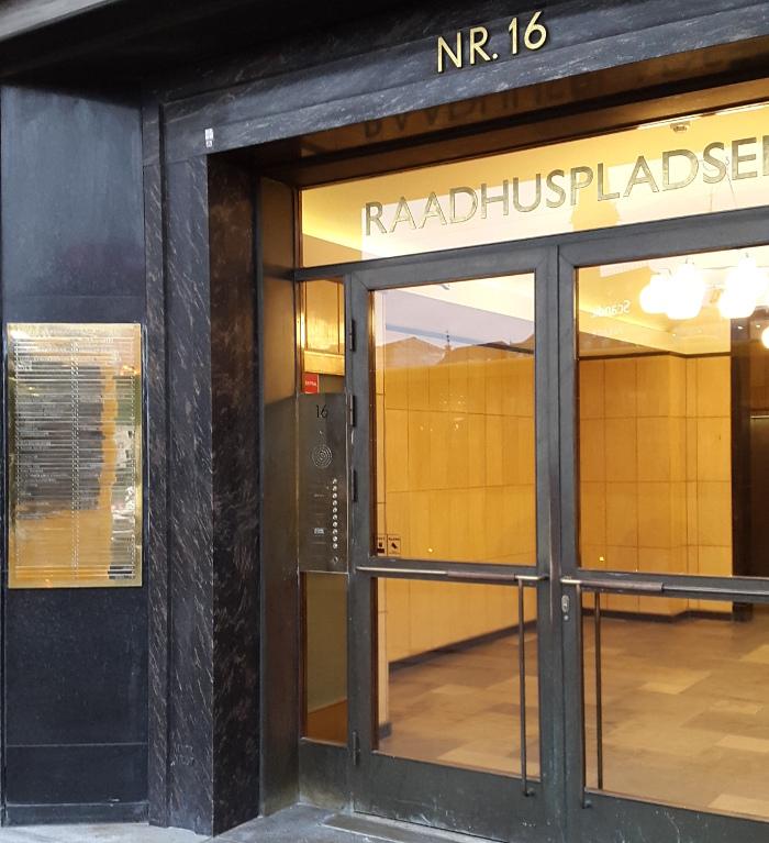 Indgangsparti til Mercuria ApS, Rådhuspladsen 16.