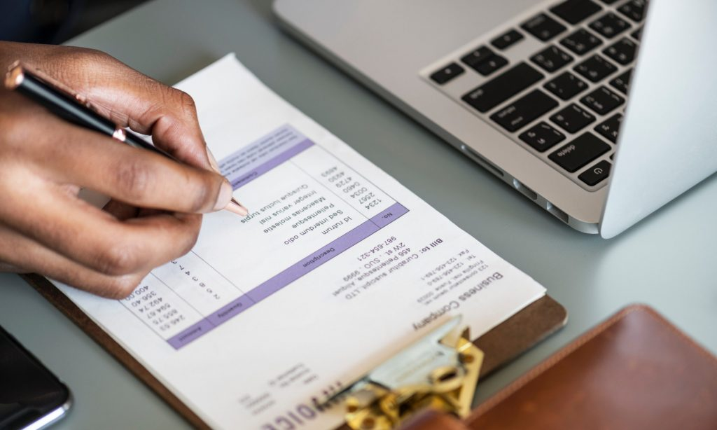 Hvis du har virksomhed, der udfører erhvervsaktivitet, eller har udlandsk virksomhed med erhvervsaktivitet i Danmark, så har du bogføringspligt, regnskabspligt og opbevaringspligt.